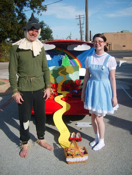 Couples Diy Dorothy And Scarecrow Costumes Really Awesome